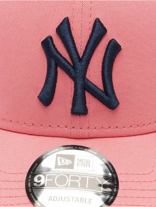 New Era snapback cap MLB New York Yankees League Essential 9Forty pink