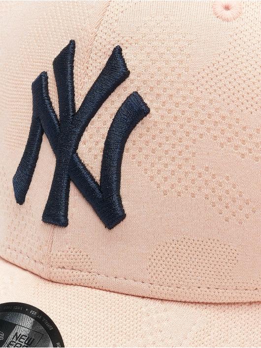 New Era Snapback Cap MLB NY Yankees Engineered Plus 9Forty rose
