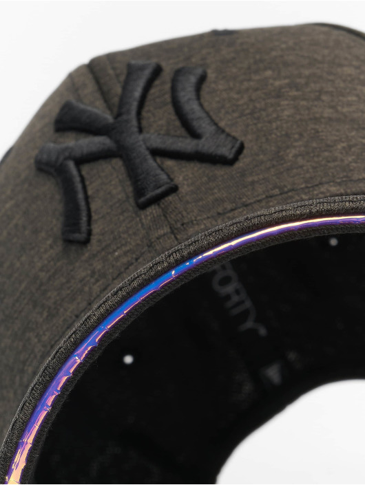 New Era Snapback Cap MLB NY Yankees Iridescent 9Forty schwarz