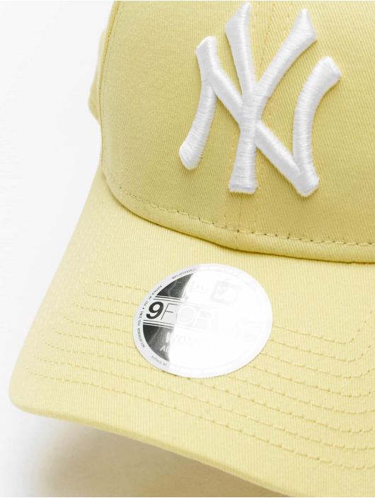 New Era Snapback Cap MLB NY Yankees League Essential 9Forty yellow