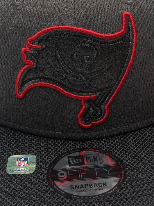 New Era Snapback Caps NFL Tampa Bay Buccaneers Sideline Road 9Fifty šedá