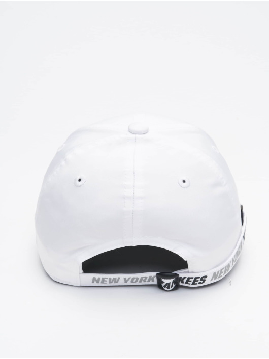 New Era Snapback Caps Tech Fabric Licensed 9Forty valkoinen
