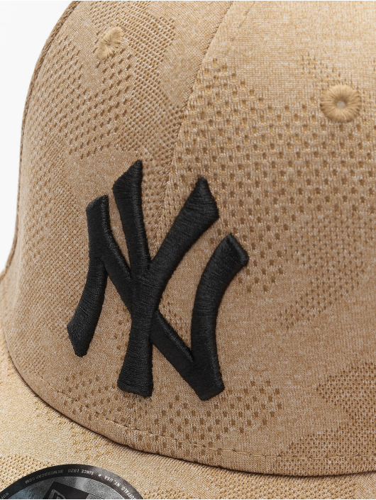 New Era Snapback MLB NY Yankees Engineered Plus 9Forty hnedá