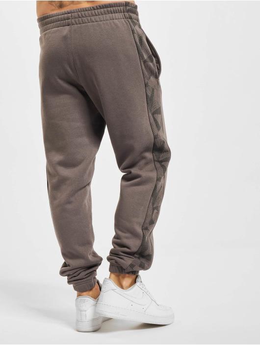New Era Spodnie do joggingu Geometric Camo szary