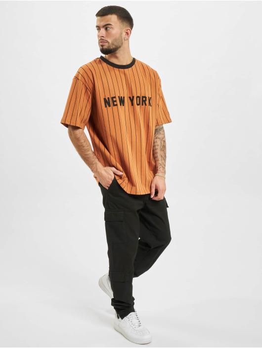 New Era T-Shirt Oversized NY Pinstripe braun