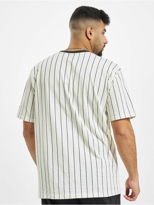New Era T-Shirt Pinstripe Oversized weiß