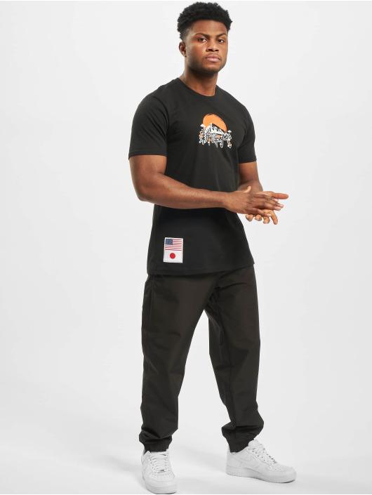 New Era T-skjorter Far East Graphic svart