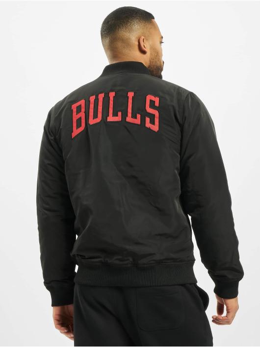 New Era Transitional Jackets NBA Chicago Bulls Team Logo svart