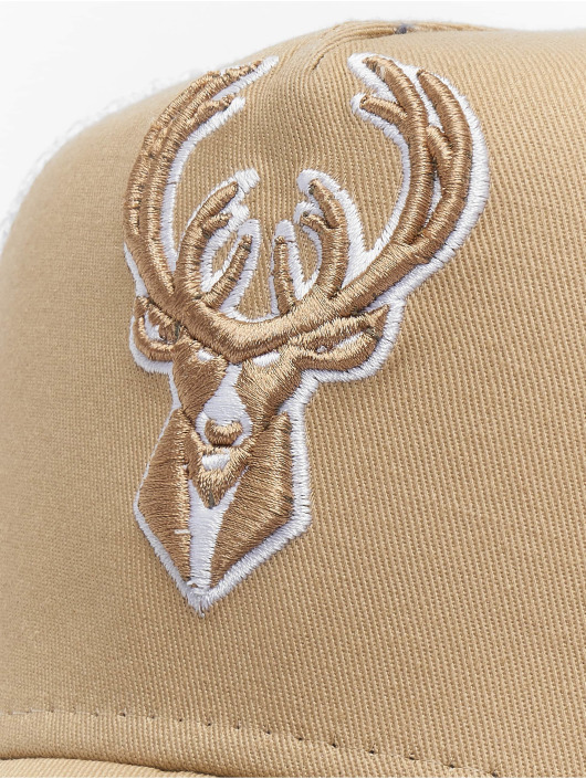 New Era Trucker Cap NBA Milwaukee Bucks Essential 9forty A-Frame beige