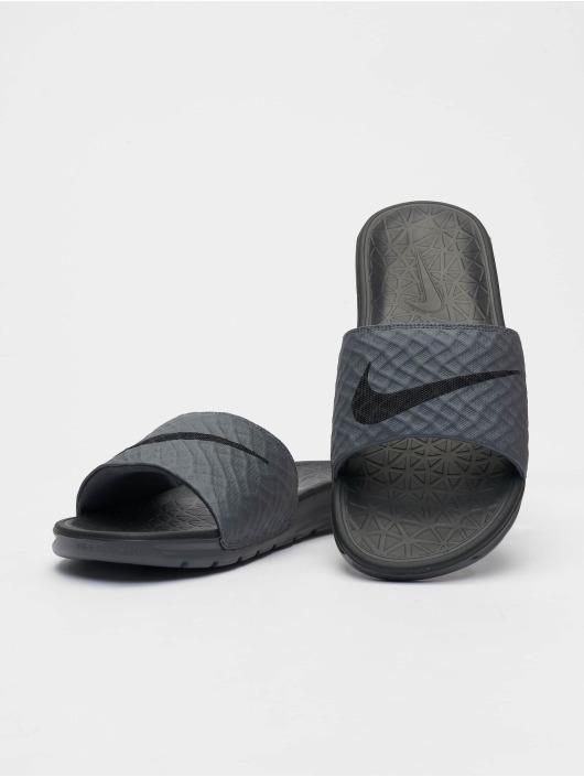 Nike Žabky Benassi Solarsoft šedá