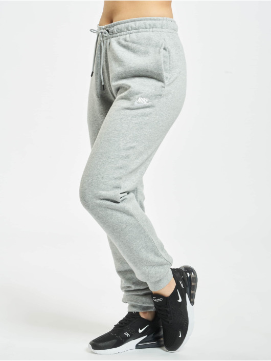 Nike Спортивные брюки Essential Regular серый