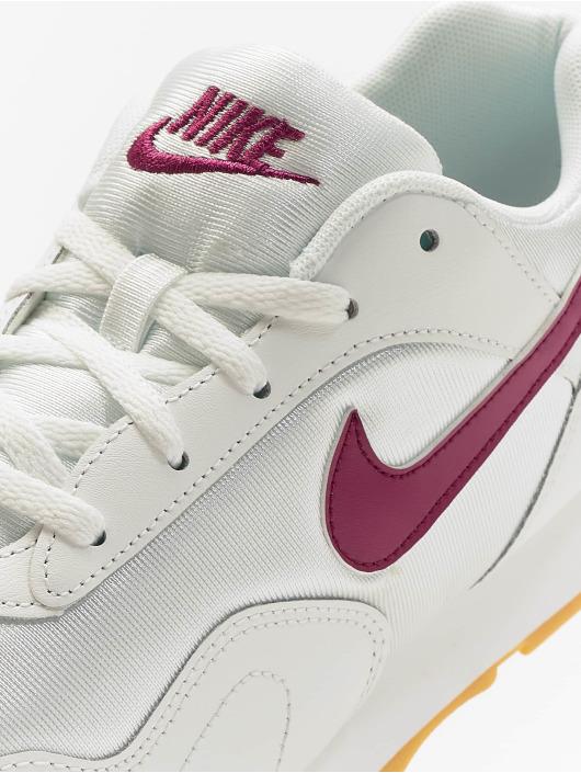 Nike Baskets Outburst Low Top blanc