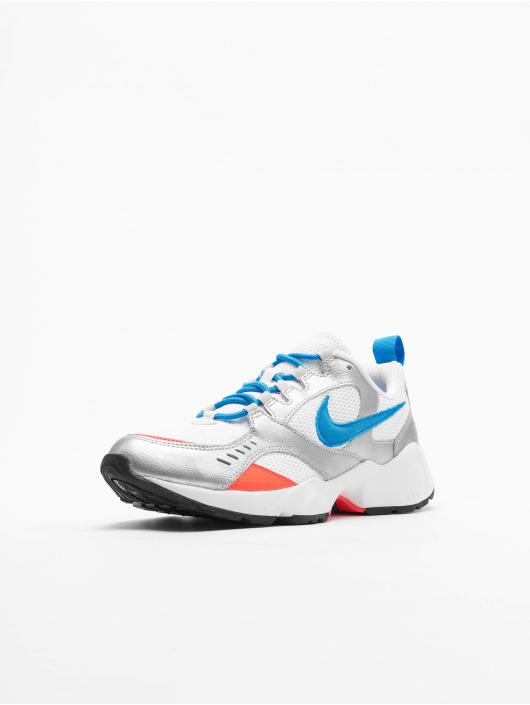 Nike Baskets Air Heights blanc