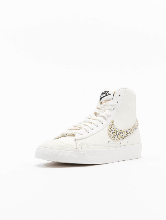 Nike Baskets Blazer Mid '77 SE blanc