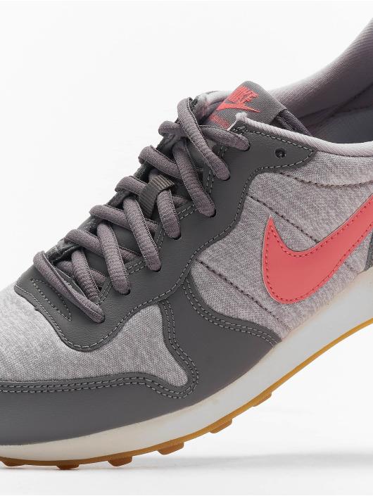 Nike Baskets Internationalist gris