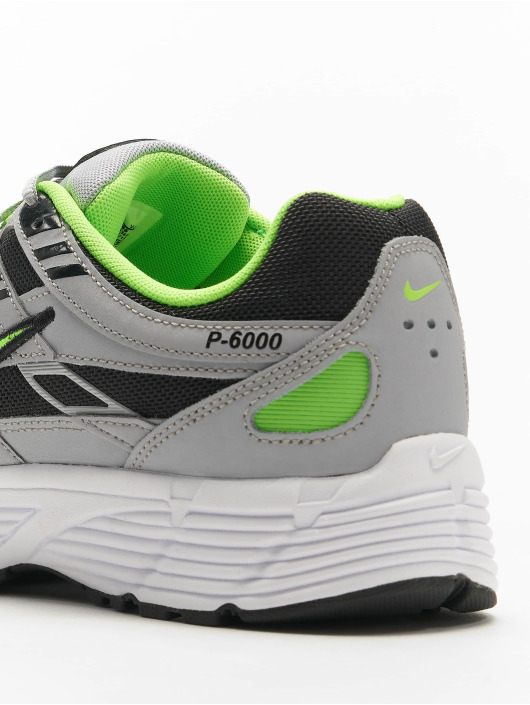 Nike Baskets P-6000 gris