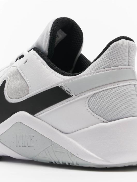 Nike Baskets Legend Essential 2 gris