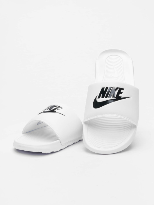Nike Claquettes & Sandales Victori One Slide blanc