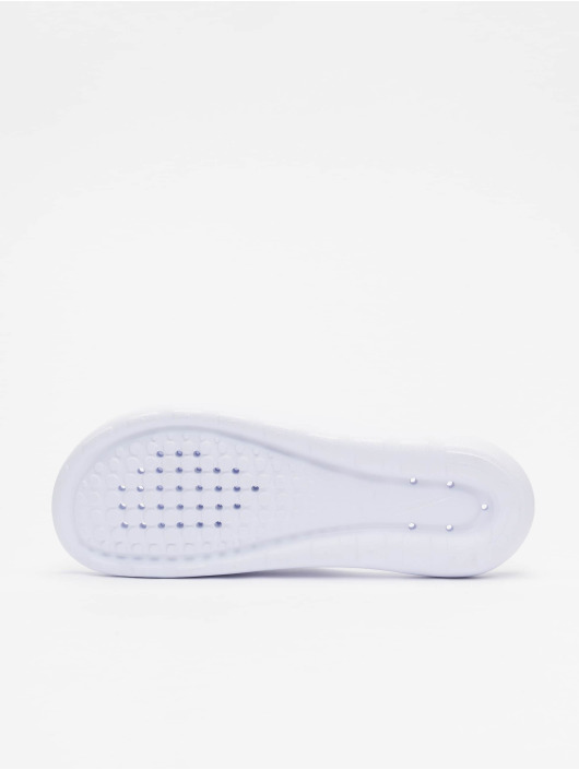 Nike Claquettes & Sandales Victori One Shower Slide blanc