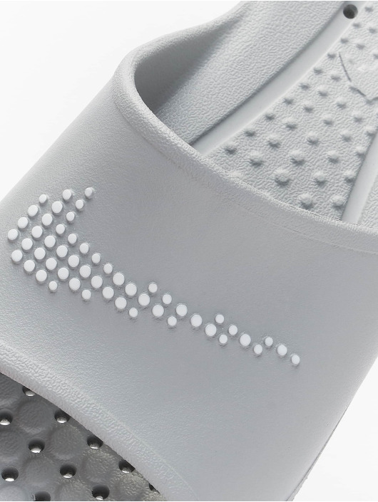 Nike Claquettes & Sandales Victori One Shower Slide gris