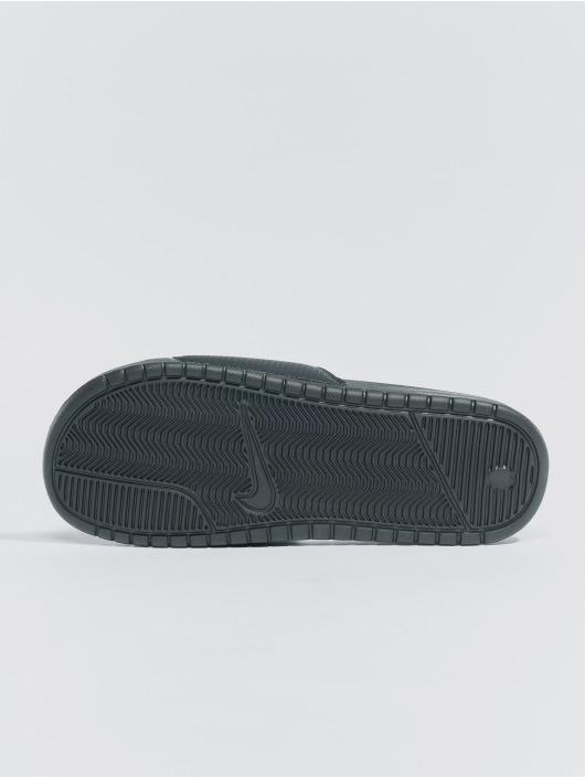"""Nike Claquettes & Sandales Benassi """"just Do It."""" noir"""