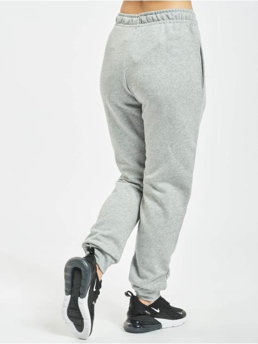 Nike Jogging kalhoty Essential Regular šedá