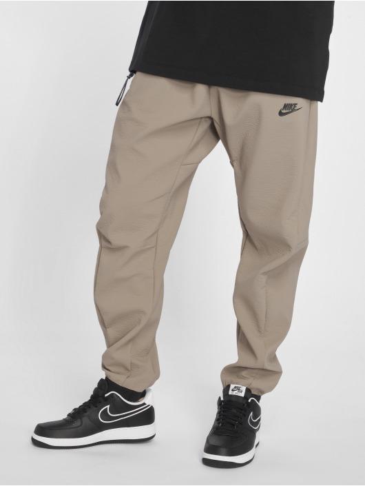 Nike Pantalón deportivo Sportswear Tech Pack beis
