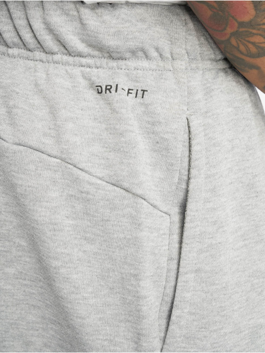 Nike Performance Sportshorts Dry grå