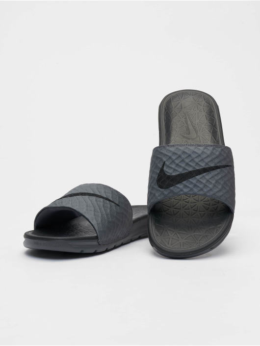 Nike Sandalen Benassi Solarsoft grau