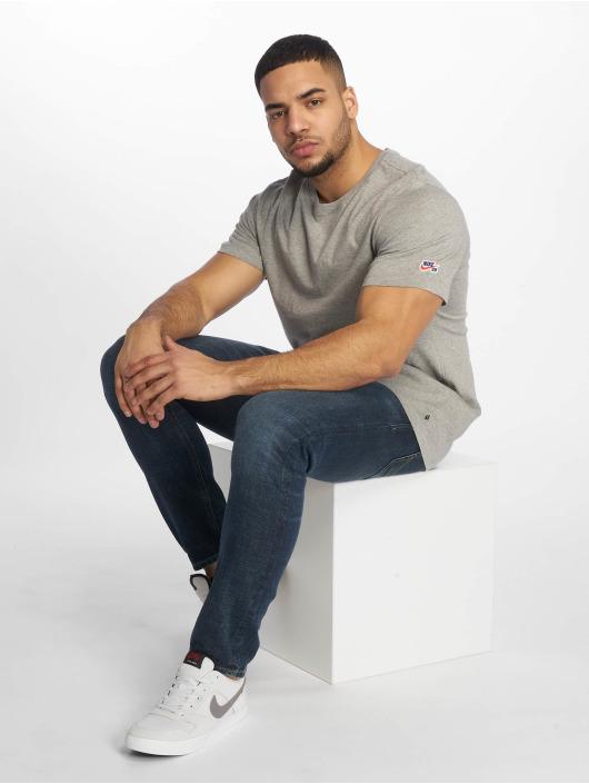 Nike SB Trika Basic šedá