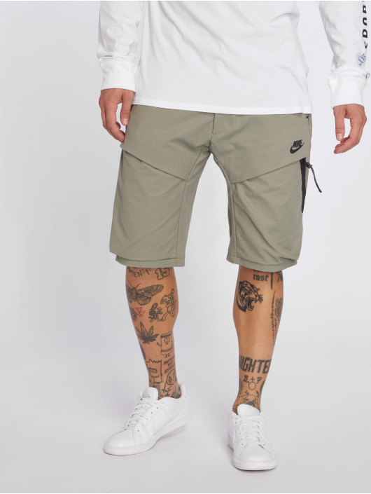 Nike Shorts Sportswear Tech Pack grau