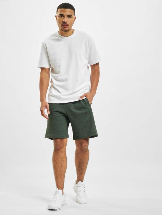 Nike Shorts Revival grün