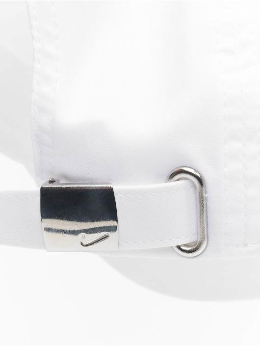 Nike Snapback Cap Metal Swoosh Fitted white