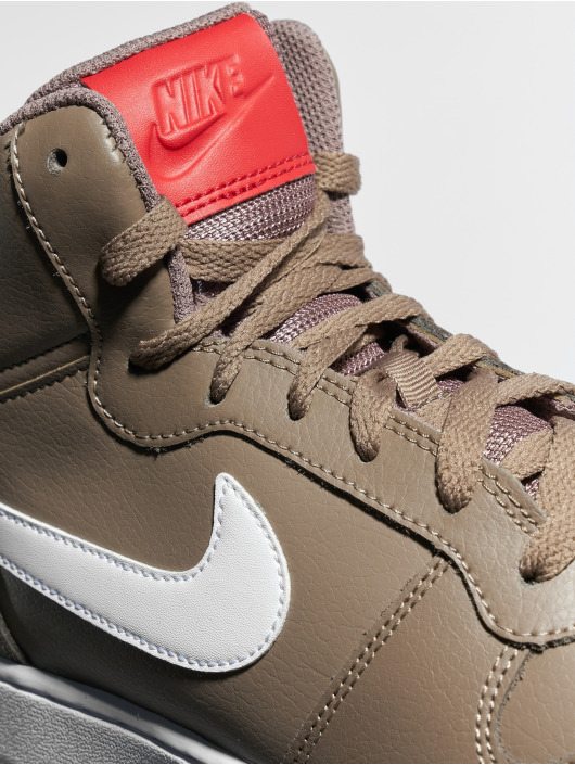 Nike Sneaker Ebernon Mid braun