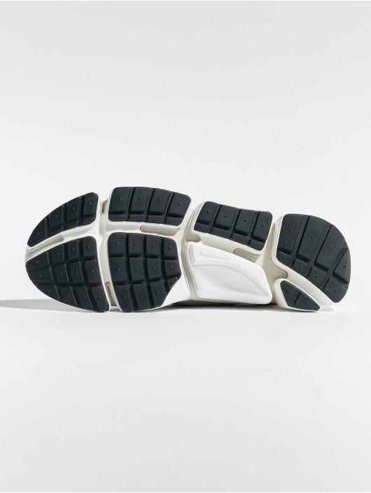 Nike Sneaker Pocket Fly Dm braun