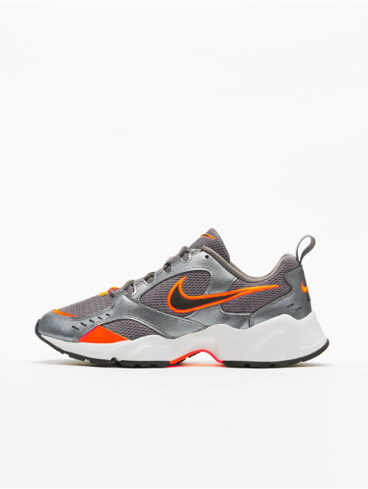 Nike Sneaker Air Heights grau
