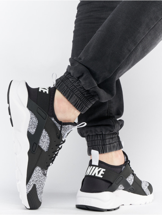 Nike Sneakers Air Huarache Run Ultra Se black