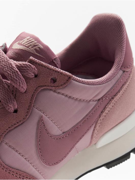 Nike Sneakers Internationalist purple