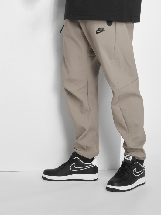 Nike Spodnie do joggingu Sportswear Tech Pack bezowy