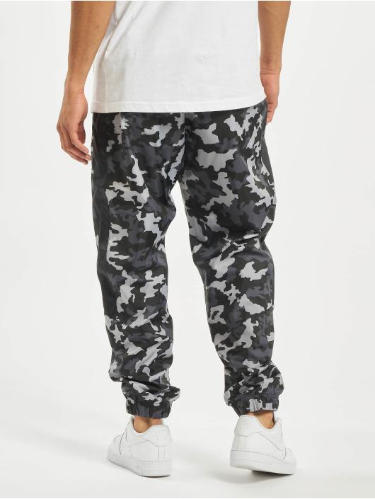 Nike Spodnie do joggingu CE CF Woven Camo czarny