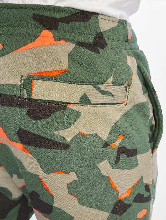 Nike Spodnie do joggingu Club Camo FT zielony