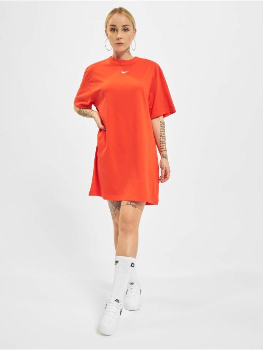 Nike Sukienki Essential czerwony