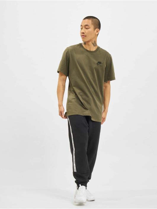 Nike T-paidat Sportswear khakiruskea
