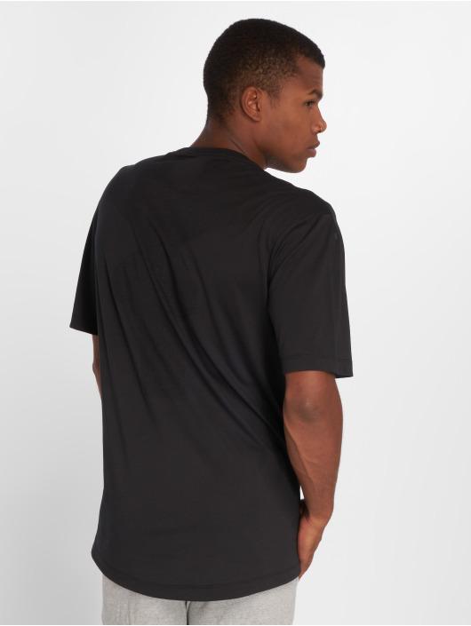 Nike T-paidat Sportswear Tech Pack musta
