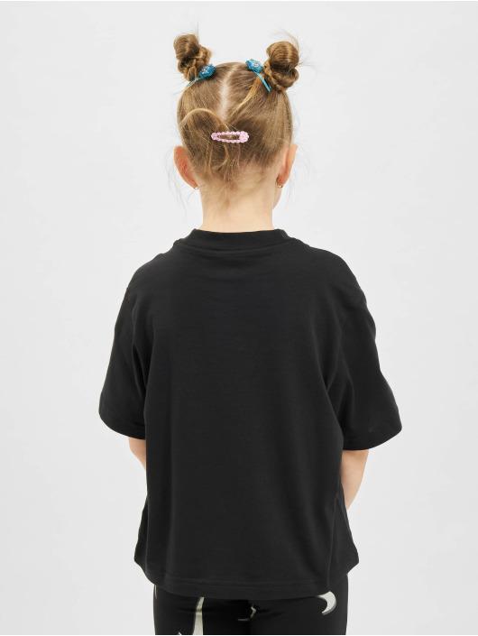 Nike T-paidat Essntl Boxy musta