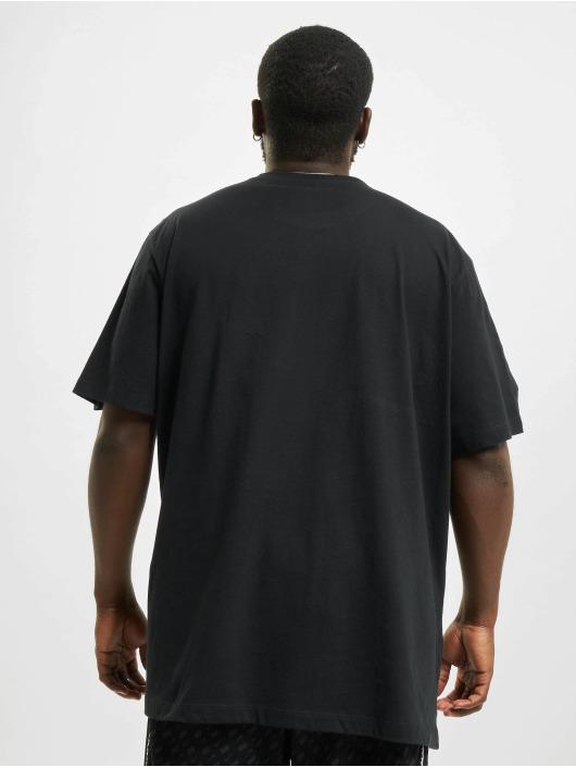 Nike T-paidat Sportswear musta