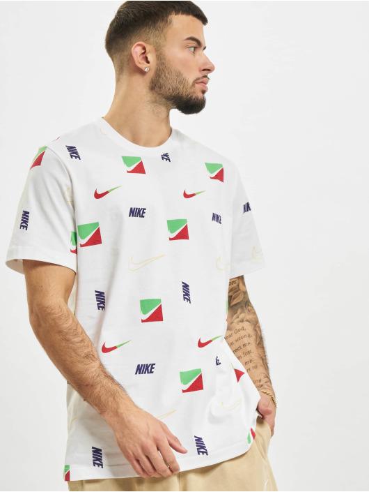 Nike T-paidat Sportswear valkoinen