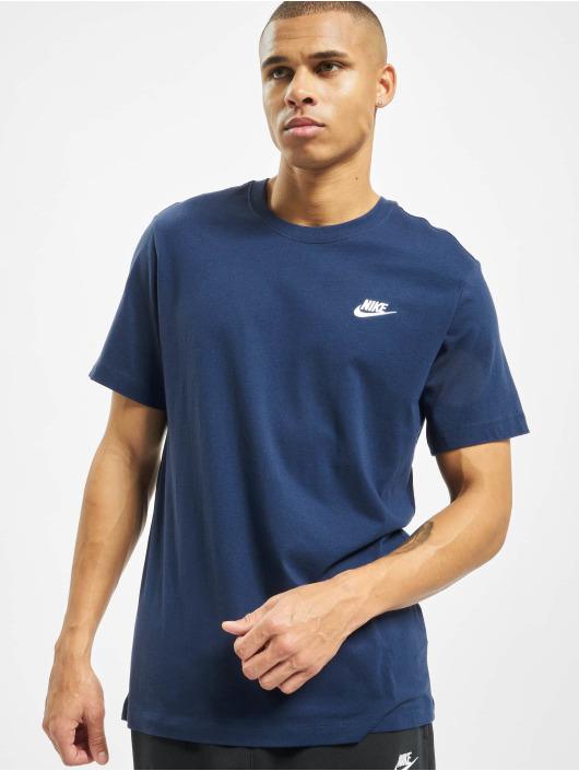 Variedad enfocar Madison  Nike Herren T-Shirt Club in blau 714952