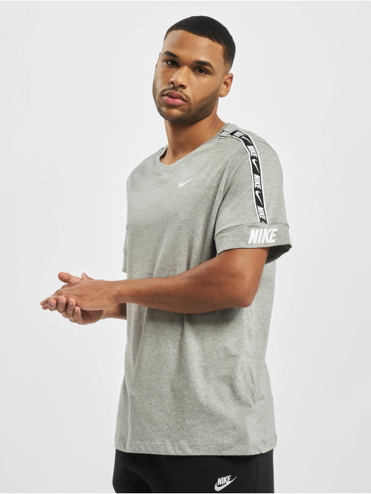 Nike t-shirt M Nsw Repeat Ss grijs