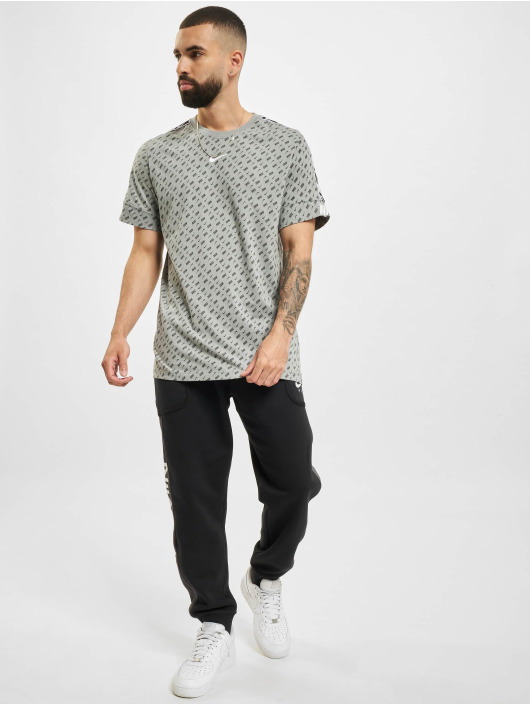 Nike T-Shirt Repeat gris